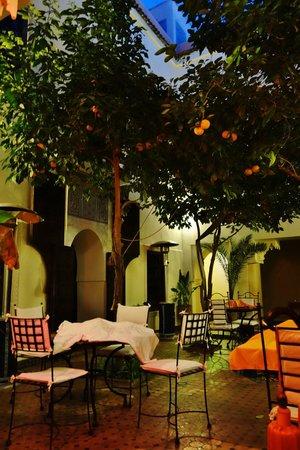 Riad Dar Dialkoum : Courtyard