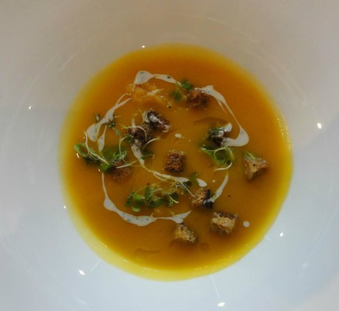 Canoe Restaurant & Bar: Butternut Squash & Ginger Soup-roasted squash, tarragon cream & rye croutons
