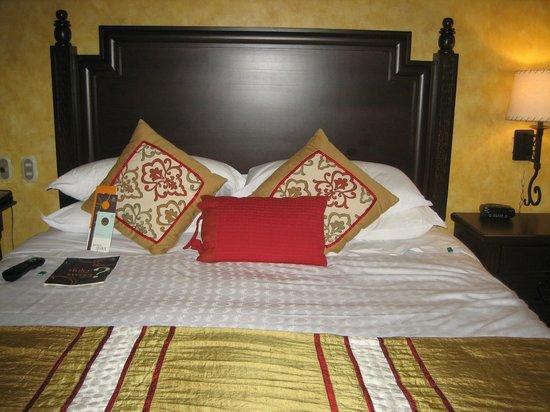 Sheraton Grand Los Cabos Hacienda del Mar: King size bed