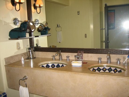 Sheraton Grand Los Cabos Hacienda Del Mar: double sinks in room