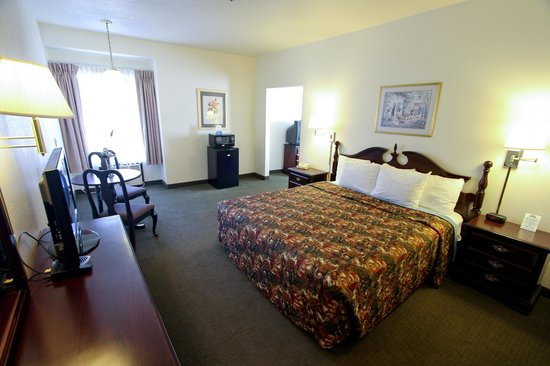 Days Inn by Wyndham Sutter Creek: King Suite