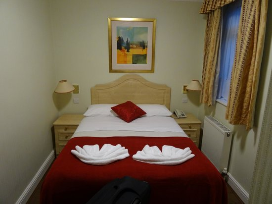 Fairway Hotel: My double room