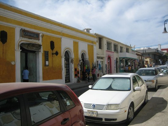 Plaza Mijares: shops near the plaza