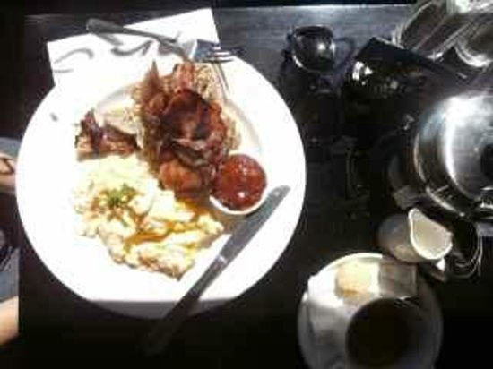 Cuccina: Scrambled eggs and bacon