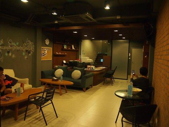 Tiras Patong Beach Hotel: Lobby