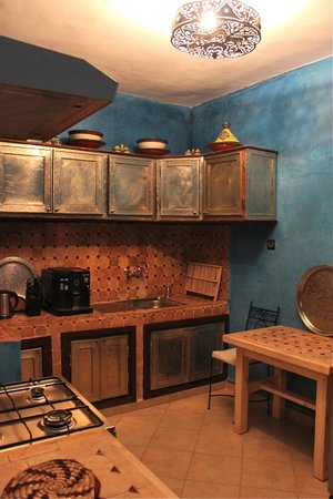 Khris Palace: 2nd Floor apartment kitchen