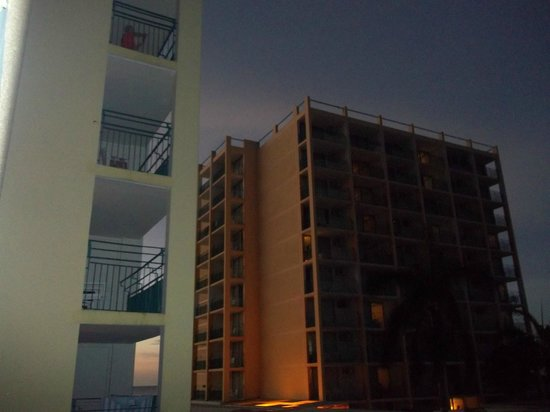 Sunscape Splash Montego Bay : View of tower A from B