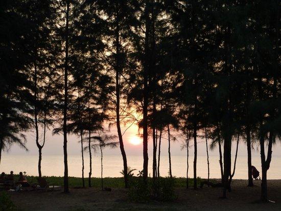 Grand West Sands Resort & Villas Phuket: Beatuful sunsets