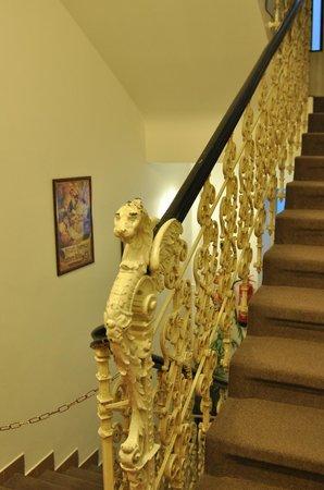Novomestsky Hotel: Красивая кованная лестница