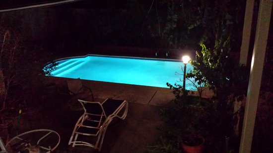 Maison de Macarty: Evening view of the pool.