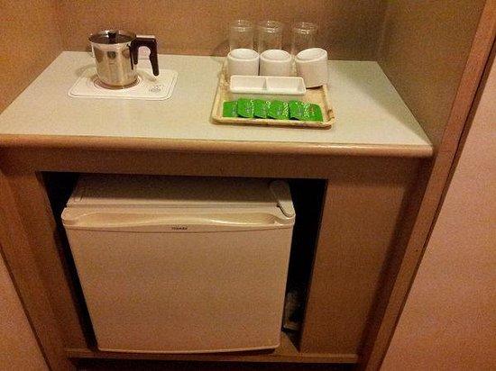 Kyoto Tower Hotel: 冷蔵庫・お茶