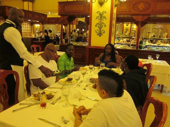 Hotel Riu Palace Tropical Bay: Dinner buffet