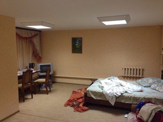 Guest House Lyubimtsevoy: Номер и немного нашего беспорядка :)