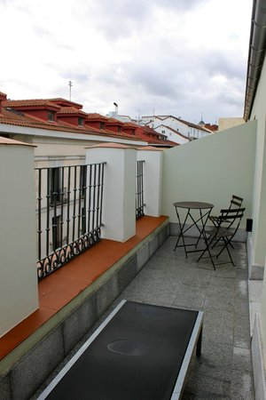 Hotel One Shot Prado 23: Private terrace with seating area