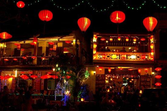 Hoi An Ancient Town : Hoi An at night
