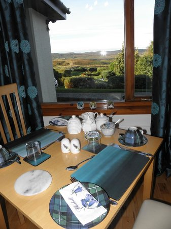 Westwards: breakfast room