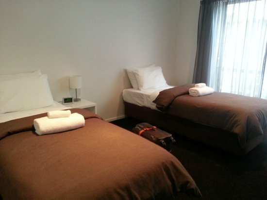 Distinction Wanaka: bed room with two singles