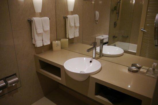 Hilton Cairns: Bathroom on level 7