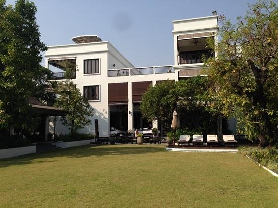Aruntara Riverside Boutique Hotel: garden view