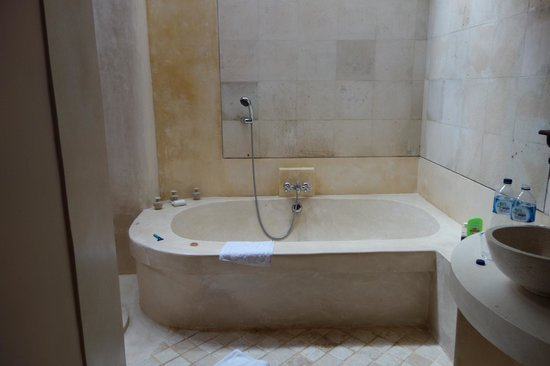 Oneworld retreats Kumara : huge bath
