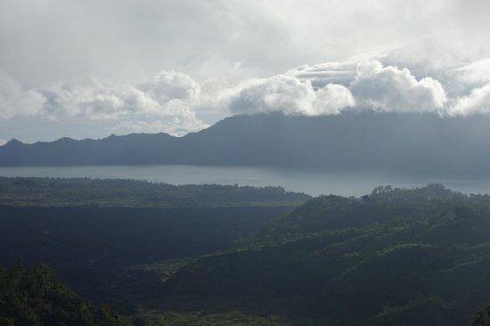 Oneworld retreats Kumara : dawn yoga in front of the volcano