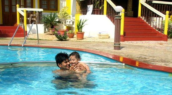 Spazio Leisure Resort : enjoying in pool