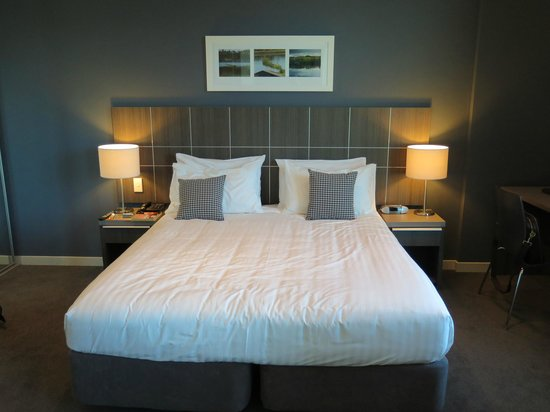 Quest Highbrook : Spacious bed for 1 person