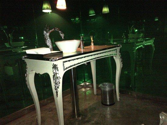 Lan Club: Washroom