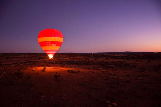 Outback Ballooning: Our partner balloon taking off