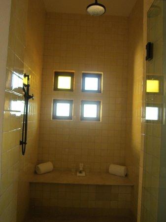 The Resort at Pedregal: Shower