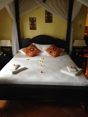 Puri Mangga Sea View Resort & Spa: Bed