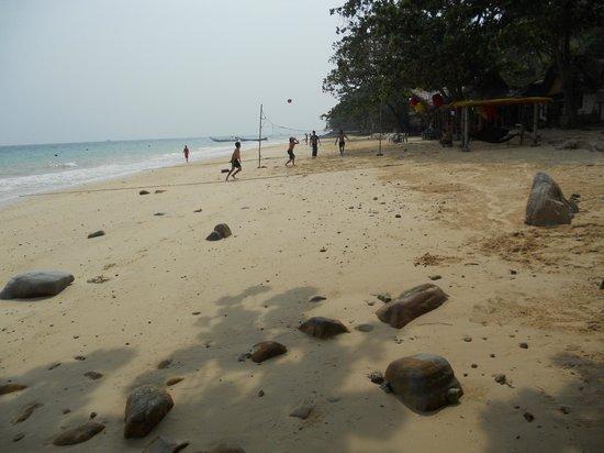 Rantee Sunrise Hotel: Beach area