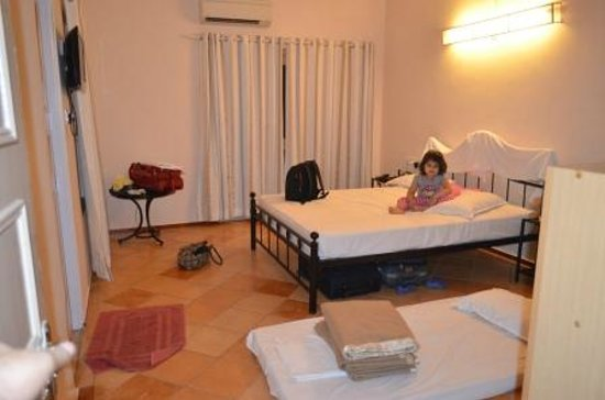 Angels Resort: Rooms are large and spacious, all fittings work!