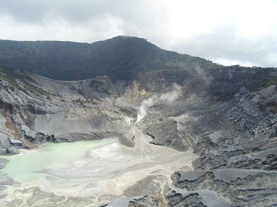 Tangkuban Perahu: Kawah Ratu Crater