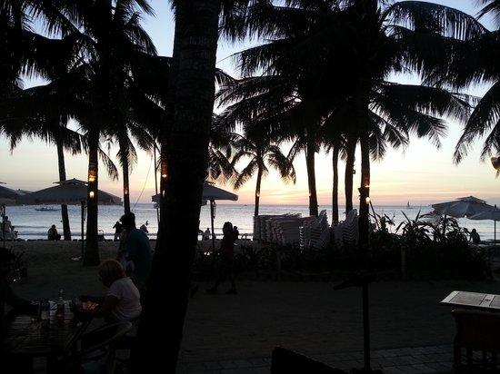 Henann Regency Resort & Spa: View from MESA, one of the many Regency Beach restautants