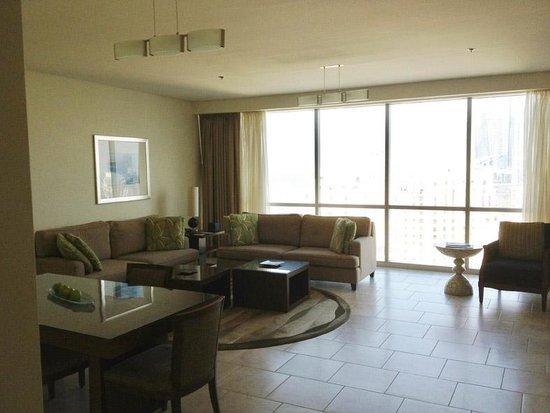 JA Oasis Beach Tower: Lounge/Dining