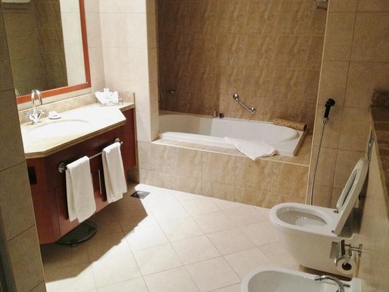 JA Oasis Beach Tower: Bathroom 1