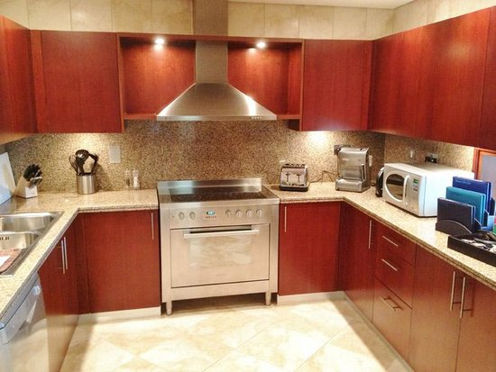JA Oasis Beach Tower: Kitchen