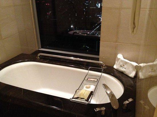 Shangri-La Hotel, Tokyo: Amazing Bathtub