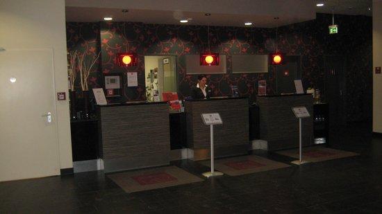 Leonardo Hotel Berlin: Die Rezeption