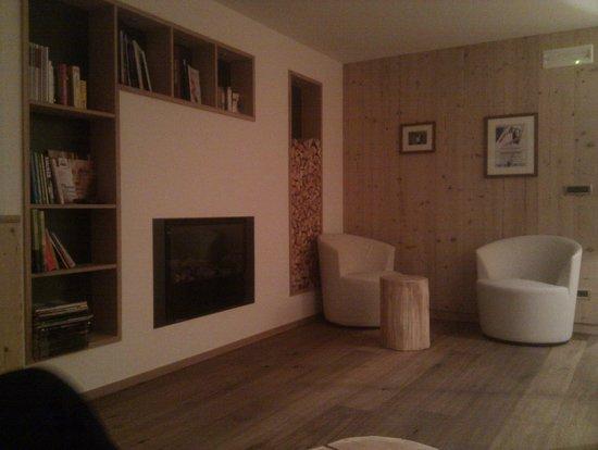 Hotel Comploj: Sitting Area
