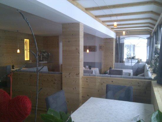 Hotel Comploj: Renovated dinning area