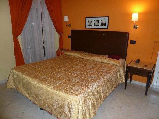 Hotel Tuscolana: Zimmer