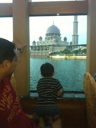 Putrajaya Lake : Imran enjoying the view