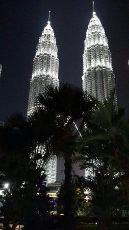 Centre ville de Kuala Lumpur : Photo of Taman KLCC (Kuala Lumpur City Centre Park) taken with TripAdvisor City Guides