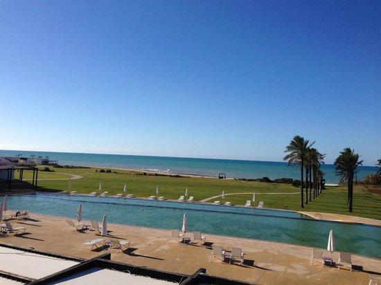 Verdura Resort : Piscina esterna e spiaggia