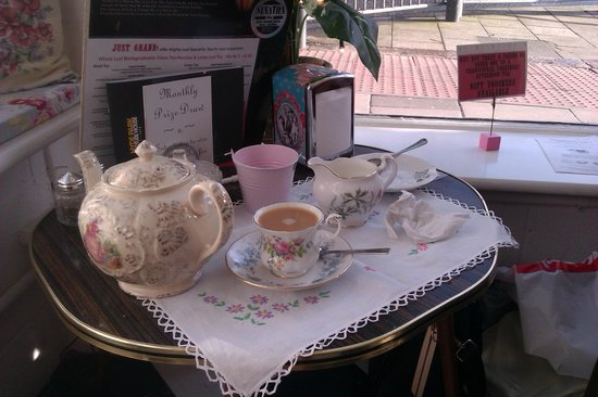 Just Grand! Vintage Tearoom: No pretensions, just good old fashioned service.