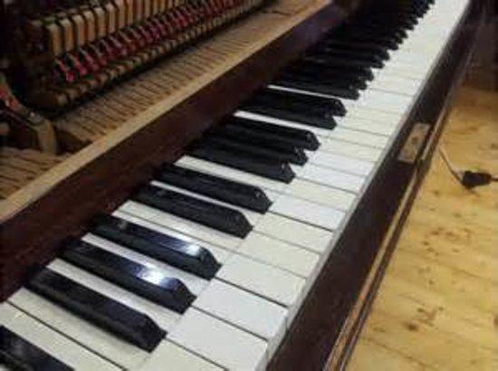 Garden Florence B&B: pianoforte di mio nonno