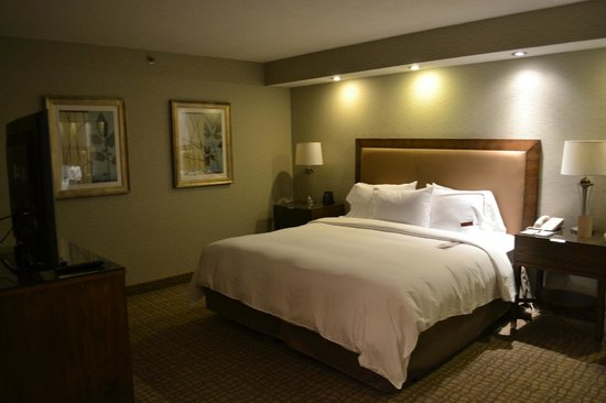 Doubletree by Hilton Grand Hotel Biscayne Bay: The bedroom was excellent, and the bed itself was amazingly comfortable