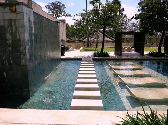 The Bale: Hotel Pool/ Grounds
